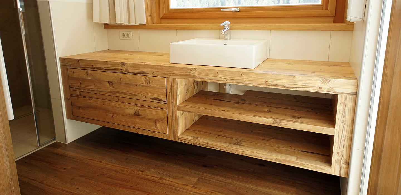 Arredamento per il bagno falegnameria alpinestyle la val for Armadi per il bagno
